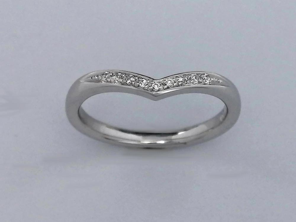 指輪装着女性