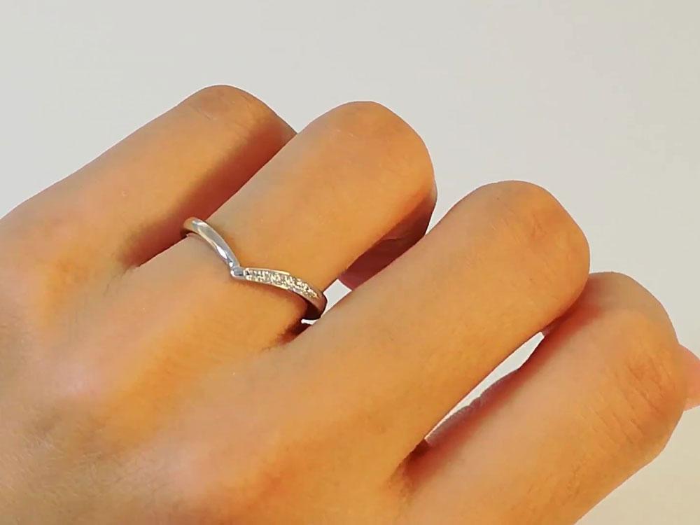 女性指輪装着イメージ